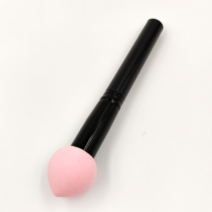 Rose Cosmetics makeup sponge with handle (pale pink)